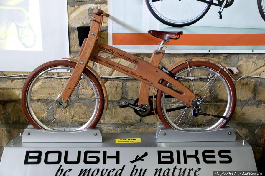 Вот такой интересный экспонат — деревянный велосипед Бау Байк. Передвигайтесь с помощью природы! Велосипед разработал голландский дизайнер Ян Гунневег. Велосипед сделан из дуба.