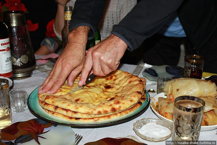 Осетинские пироги на столе