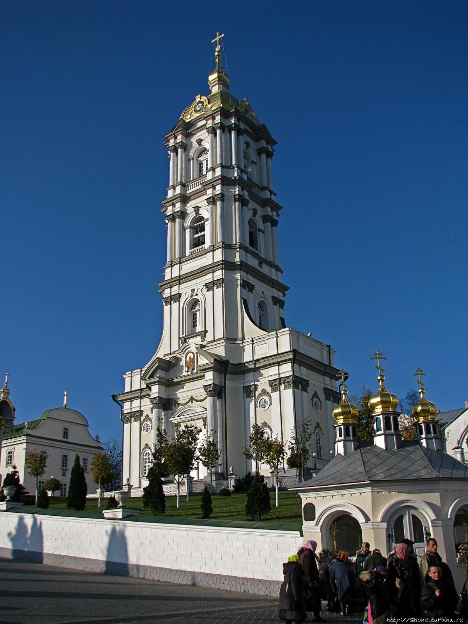 Пятиярусная колокольня, высота 65 метров