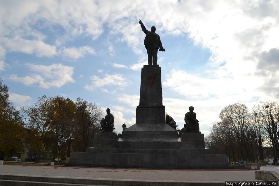 Современный памятник Ленину на Владимирской горке