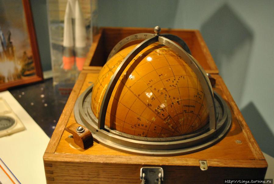 13 таких глобусов было создано в обсерватории Энгельгардта для первых космонавтов на случай отказа бортовой техники на борту космического корабля.