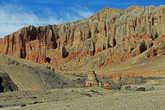 отойдя от стены http://turbina.ru/guide/Gami-Nepal-136118/Zametki/Stena-86930/ метров пятьсот, мы в стороне увидали буддистскую ступу