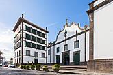 Convento de Esperança (она же Церковь Святого Христа). Здесь распологается статуя Христа-Чудотворца. Эта статуя является покровительницей самого большого религиозного фестиваля Азорских островов.