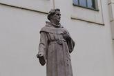 Памятник Абрахаму а Санта Клара в Вене перед Бурггартеном со стороны Альбертины