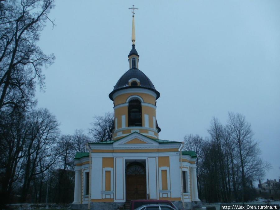Церковь была построена по заказу Кирилла Разумовского в 1755—1764 гг.