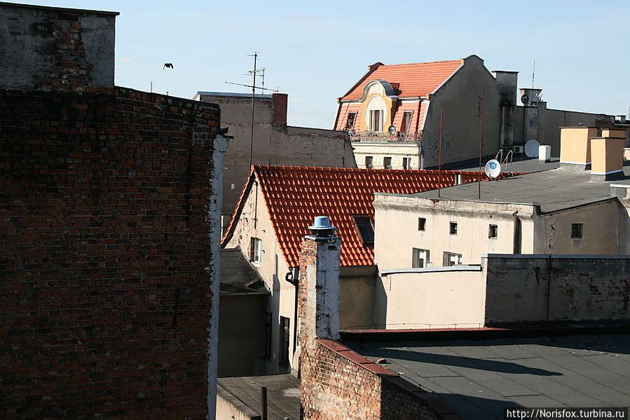 Вид из окон на соседние крыши