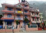 Побывать в настоящей Лхасе – мечта каждого таманга. К слову сказать,  не случайно в холле своего отеля  хозяин вывесил фотографии, когда он был в Тибете