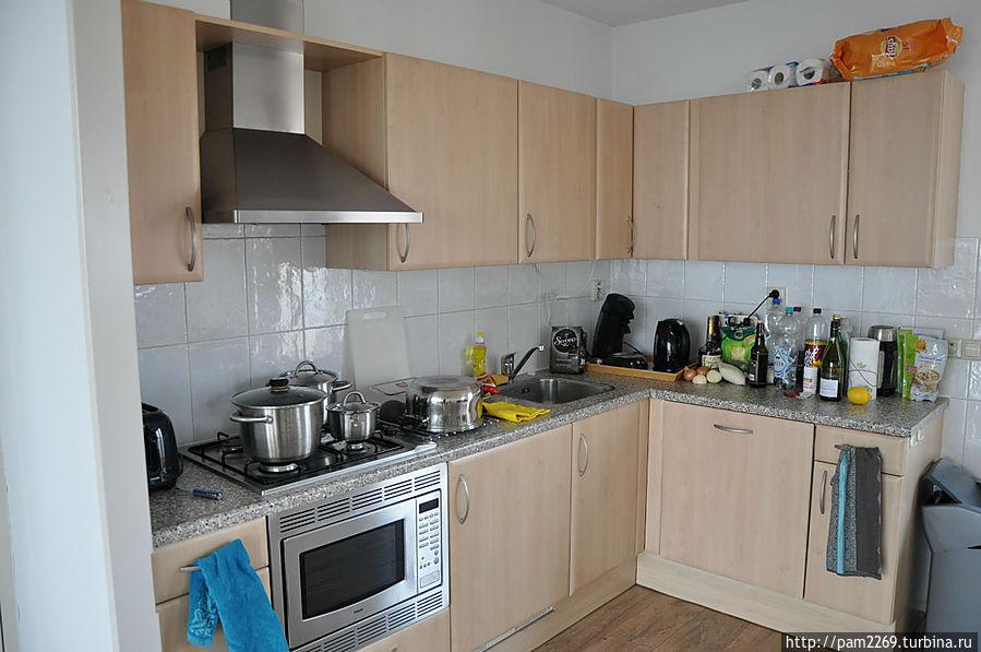 Полностью оборудованная кухня.
