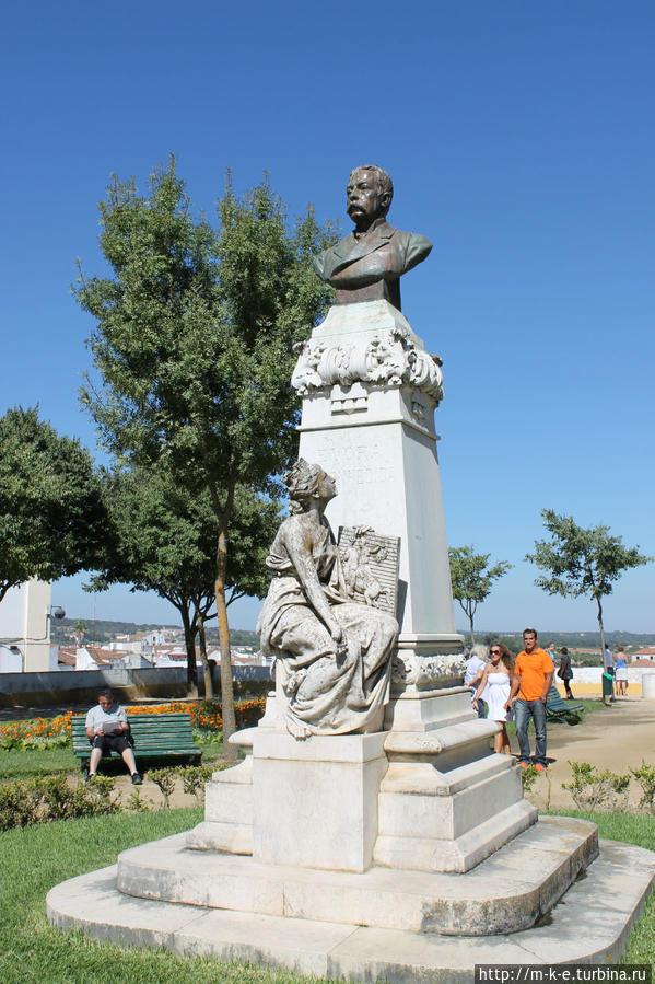 Памятник Francisco Barahona Эвора, Португалия