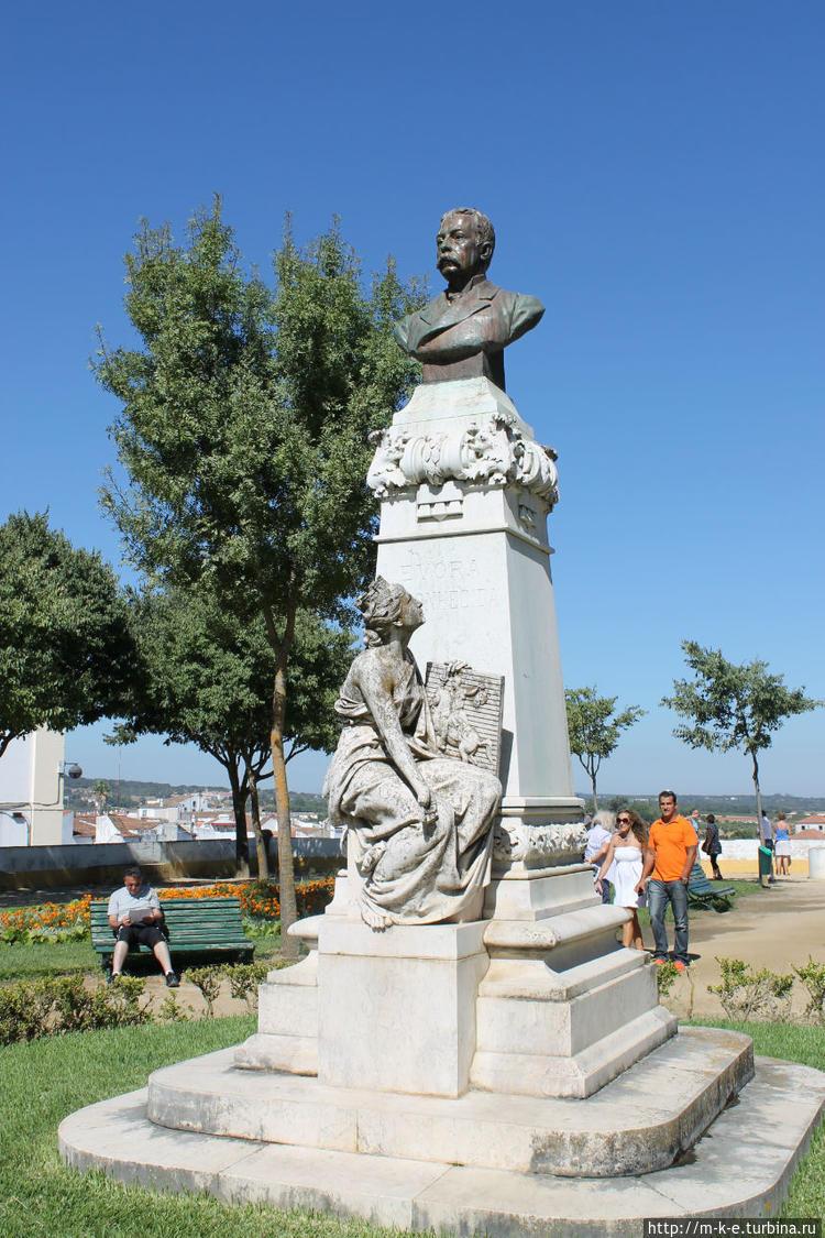 Памятник Francisco Baraho