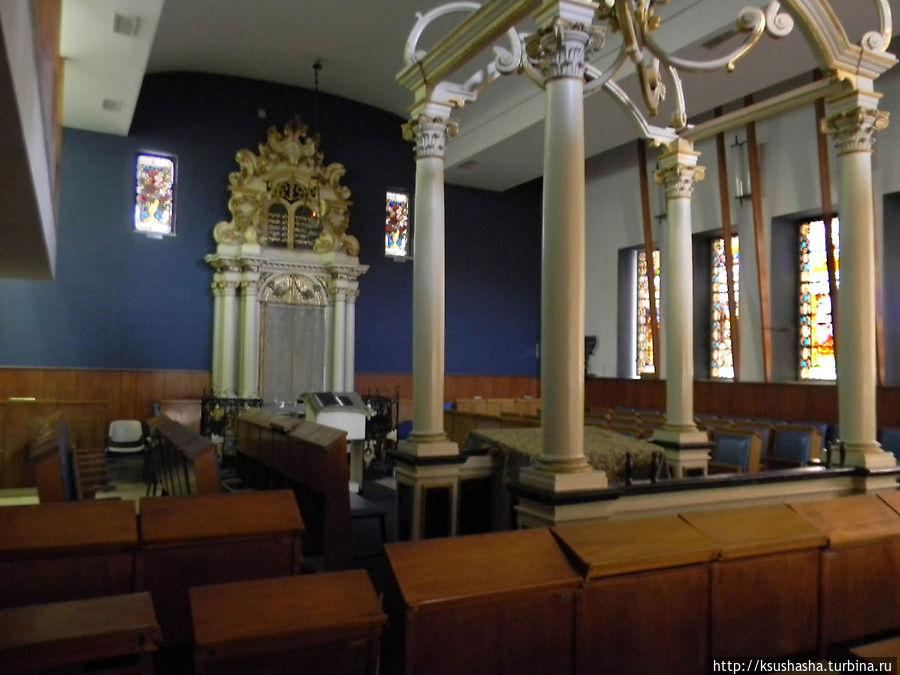 внутри синагоги Ренаним