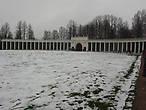 Мне вся колоннада напомнила, конечно, пьяцца Сан Пьетро в Риме и именно оттуда, я полагаю, черпал вдохновение Николай Александрович Львов для  такого архитектурного решения