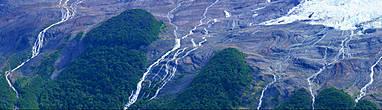 склоны окружающих гор отполированы ледниками