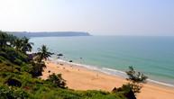 Пляж Кабо де Рама. Вдали мыс, на котором расположен одноименный форт