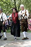 На танцевальном фестивале можно увидеть старинный трахт из раных регионов Шварцвальда.
