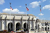 Железнодорожный и автовокзал, совмещённый со станцией метро Union station —  конечная всех маршрутов автобусов Big Bus Tours