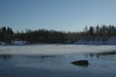 Теплая нынешняя зима не позволила Ниемильскому проливу замерзнуть полностью