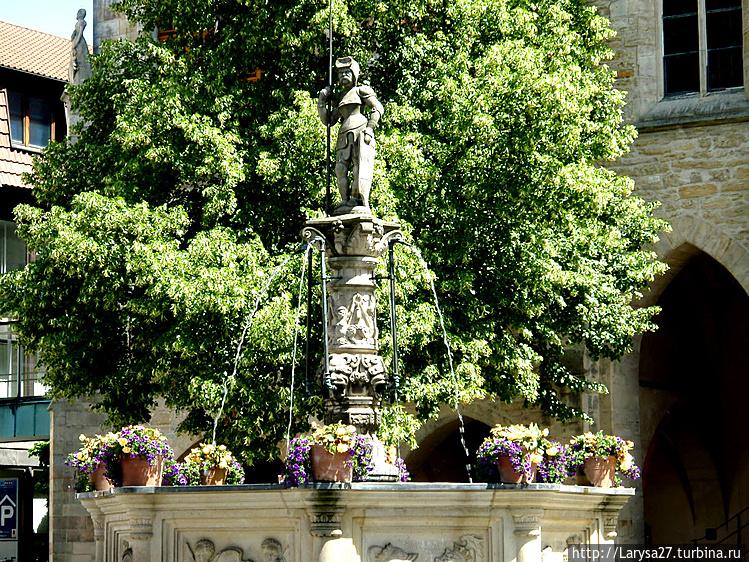 Рыночный фонтан Роланда