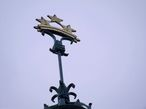 Три звезды олицетворяют три части Латвии — Видземе, Курляндию и Латгалию