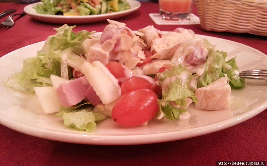 Салат микс из свежих и маринованных овощей