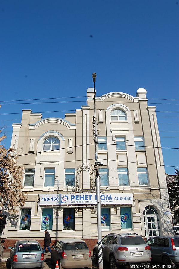 Здание, где жила его семья