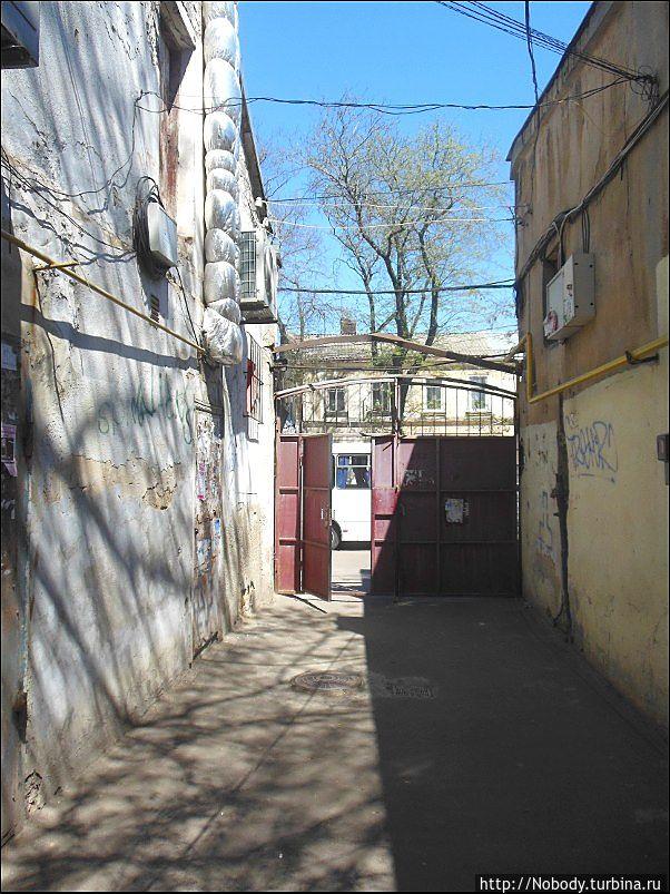 В этом дворике снимались некоторые эпизоды фильма