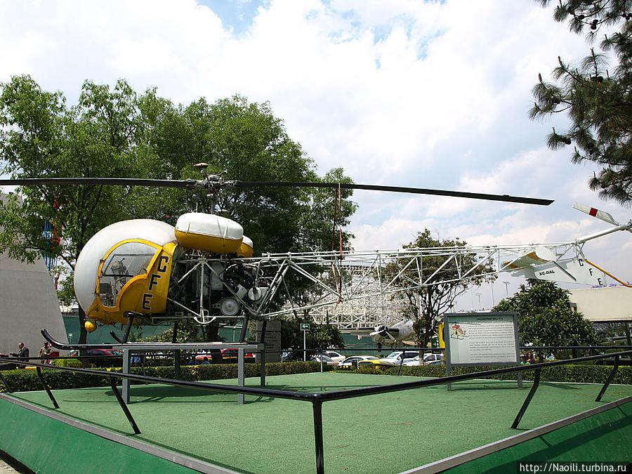 Вертолет Белл 47G — первый вертолет сертифрцированный для гражданского использования. Выпущен в 1947 году и служмл до 1970, в основном для полетов в труднодоступные места,