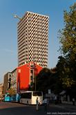 25-ти этажный небоскреб – TID Tower (Tirana International Development) – самое высокое здание в Албании, в котором находятся престижные офисы, элитное жилье, дорогие магазины и ресторан с панорамой города.
