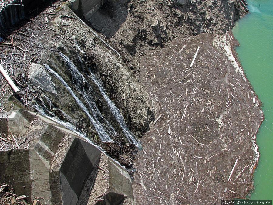 вниз местами смотреть жутковато — высота 186 метров