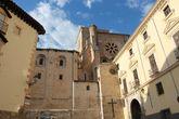 Дворец епископа Куэнки (Palacio Episcopal). Расположен справа от Кафедрального собора. Сейчас здесь размещается Епархиальный кафедральный музей.