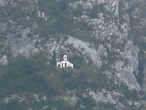 Церковь на склоне горы, которая