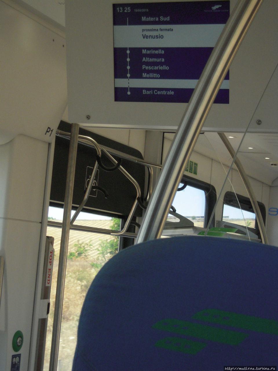 Электронное табло в вагоне, с указанием станций