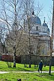 Между холмами и озером расположен Никольский Староторжский монастырь (недействующий).