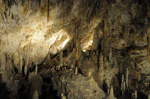 Пещера как пещера — сталактиты, сталагмиты