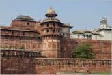 Красные стены форта... Фактически такого же цвета гигантский форт Амбер — рядом с Джайпуром, о котором я рассказывал ранее...