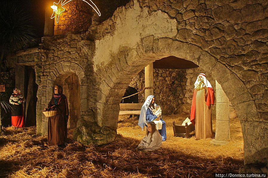 И это финальный этап длинной рождественской процессии, которая растянулась больше чем на час