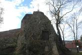 Руины замка Манголдштайн, памятный крест на месте казни Марии Брабантский. Теперь летом перед замком проходят исторические театральные представления. foto Internet