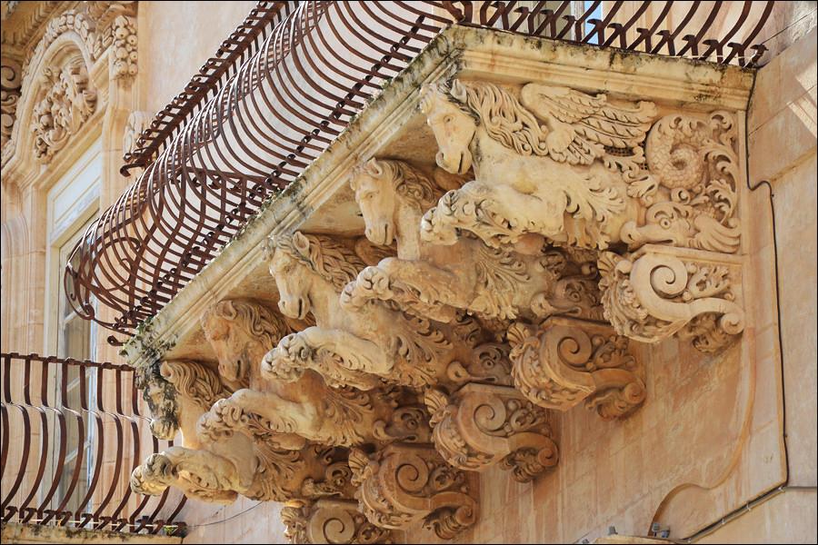 Пышность форм идеального города Ното, Италия