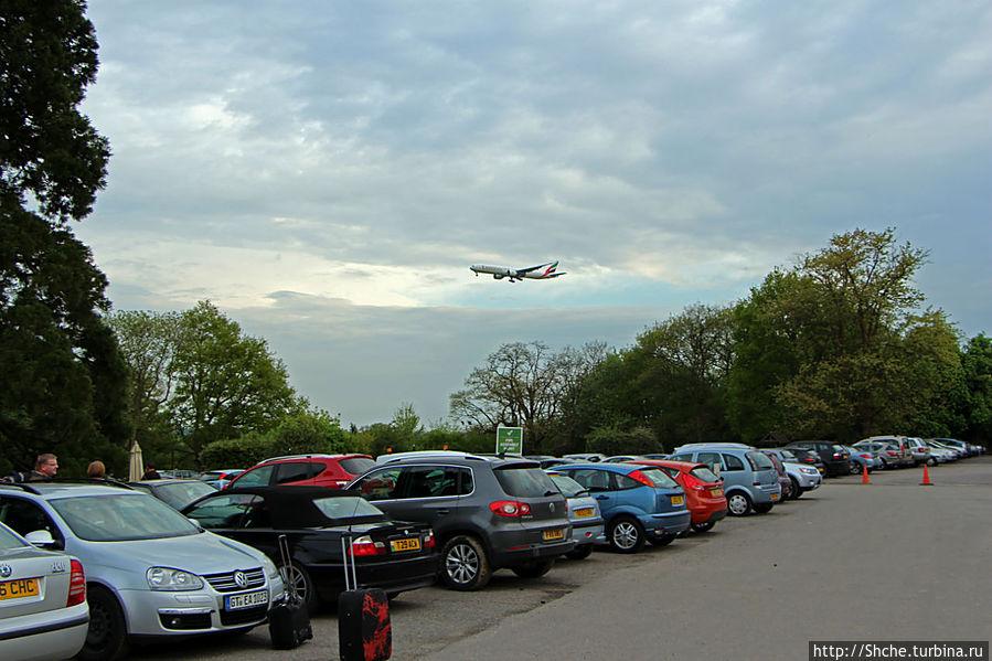 перед отелем часто можно наблюдать садящиеся самолеты, но шума нет