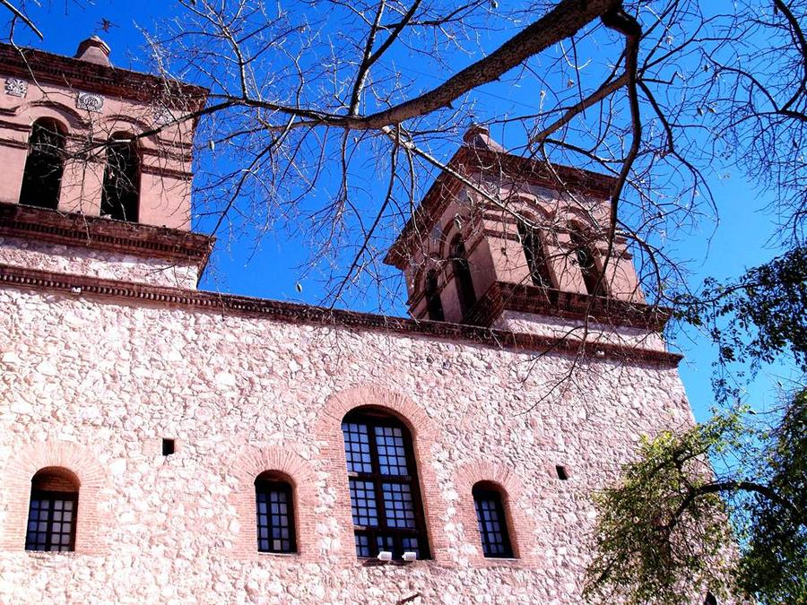 Церковь Ордена Иисуса — вид с улицы Obispo Trejo