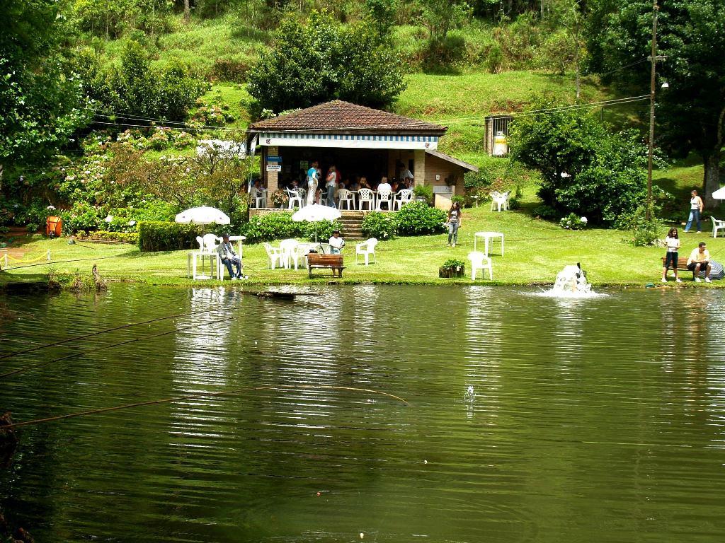 Пруд с форелью и павильон закусочной Санту-Антониу-ду-Пиньял, Бразилия