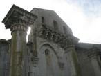 Величественный вид неоконченной церкви Пресвятой Троицы в Венозе — бренд Базиликаты