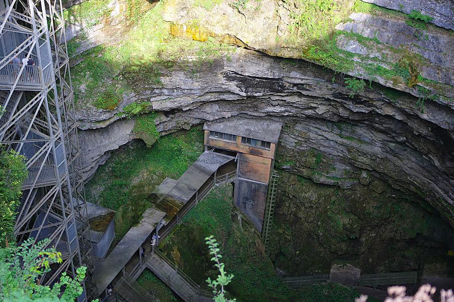 Еще сверху пещеры поражают своим масштабом..