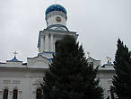 Колокольня венчалась шлемовидным голубым куполом и имела восемь колоколов, главный из которых, подаренный обители генеральшей М.А. Иловайской, весил 6,3 т. Звон колоколов распространялся по всей округе обители на несколько десятков километров