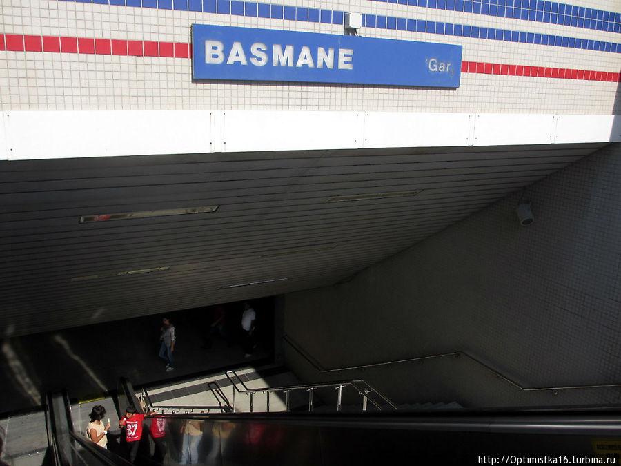 Станция метро Басмане рядом с вокзалом