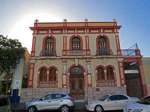 красивый дом напротив собора, похоже тут жил градоначальник, или еще кто-то важный...