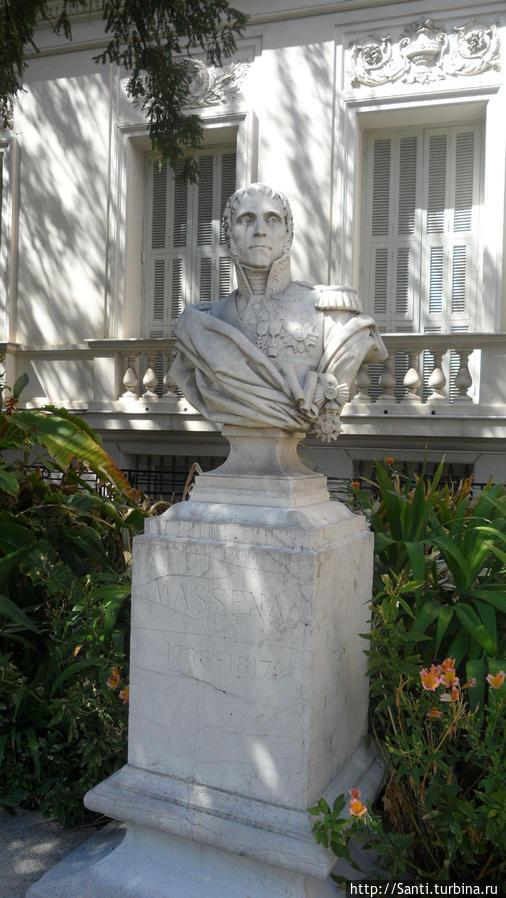 Бюст Андре Массена с сквере музея