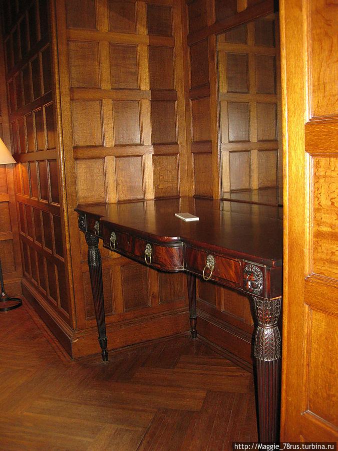 Вся мебель здесь подлинная и принадлежала владельцам поместья