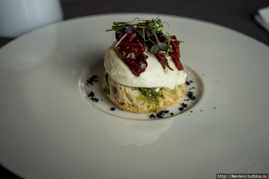 Bruschetta c моцареллой, вялеными в печке помидорами и оливками                                                                                         8,50 EUR/5,97 LVL