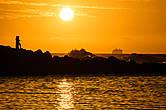 Закат на пляже Ки-и, как и обещают в путеводителях, действительно потрясающий. Сегодня мы возвращаемся в отель в Капаа, а завтра с утра поедем сюда же, чтобы пройти первые пару миль Калалау трейла, который начинается с этого пляжа.